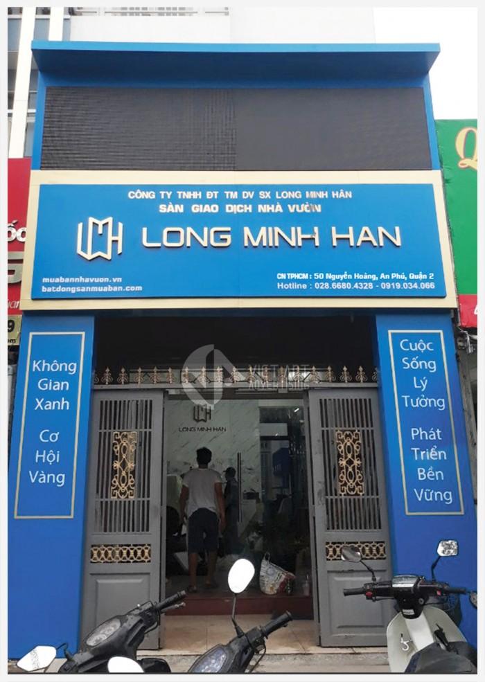 Mặt dựng Long Minh Hân